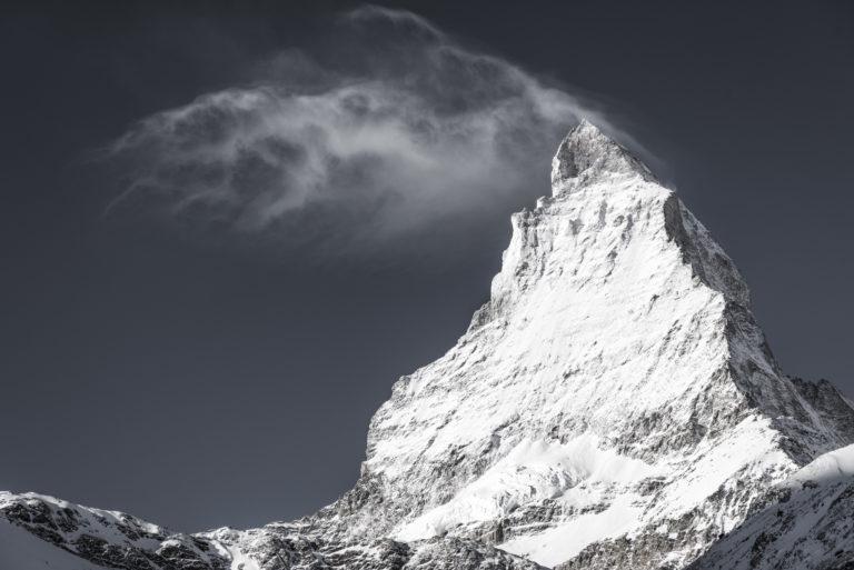 Matterhorn - Sommet de montagne Suisse - Mont Cervin en fumée de nuage
