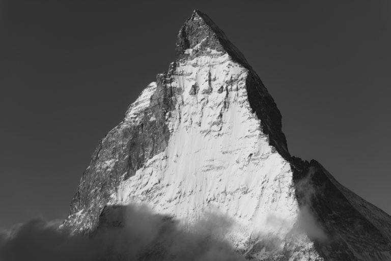 Matterhorn - Mont Cervin - Photo noir et blanc d'un pic de montagne à Zermatt dans les Alpes Valaisannes Suisse