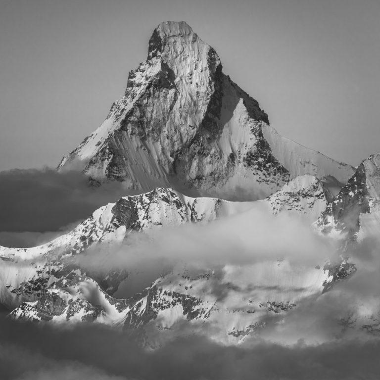 Mont Cervin - Matterhorn - Photo du sommet de montagne proche de Zermatt dans les Alpes Valaisannes en suisse