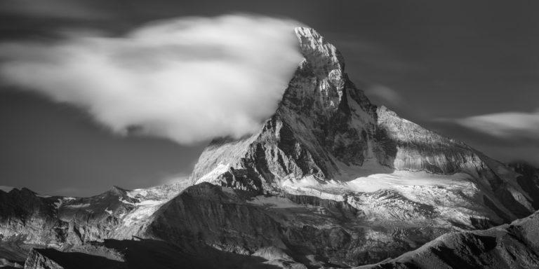 Zermatt Matterhorn- Vue panoramique noir et blanc des Alpes du Canton du Valais Suisse