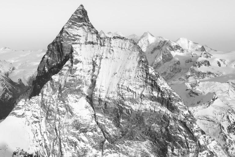 Matterhorn Mont Cervin face Ouest - photo Zermatt cervin Suisse en noir et blanc et de la roche de montagne enneigée
