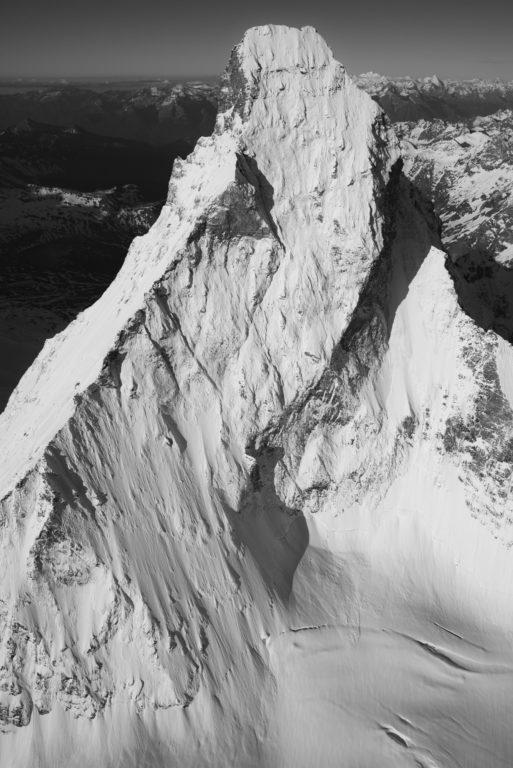 Mont Cervin Matterhorn - Image noir et blanc des Alpes après une tempete en montagne