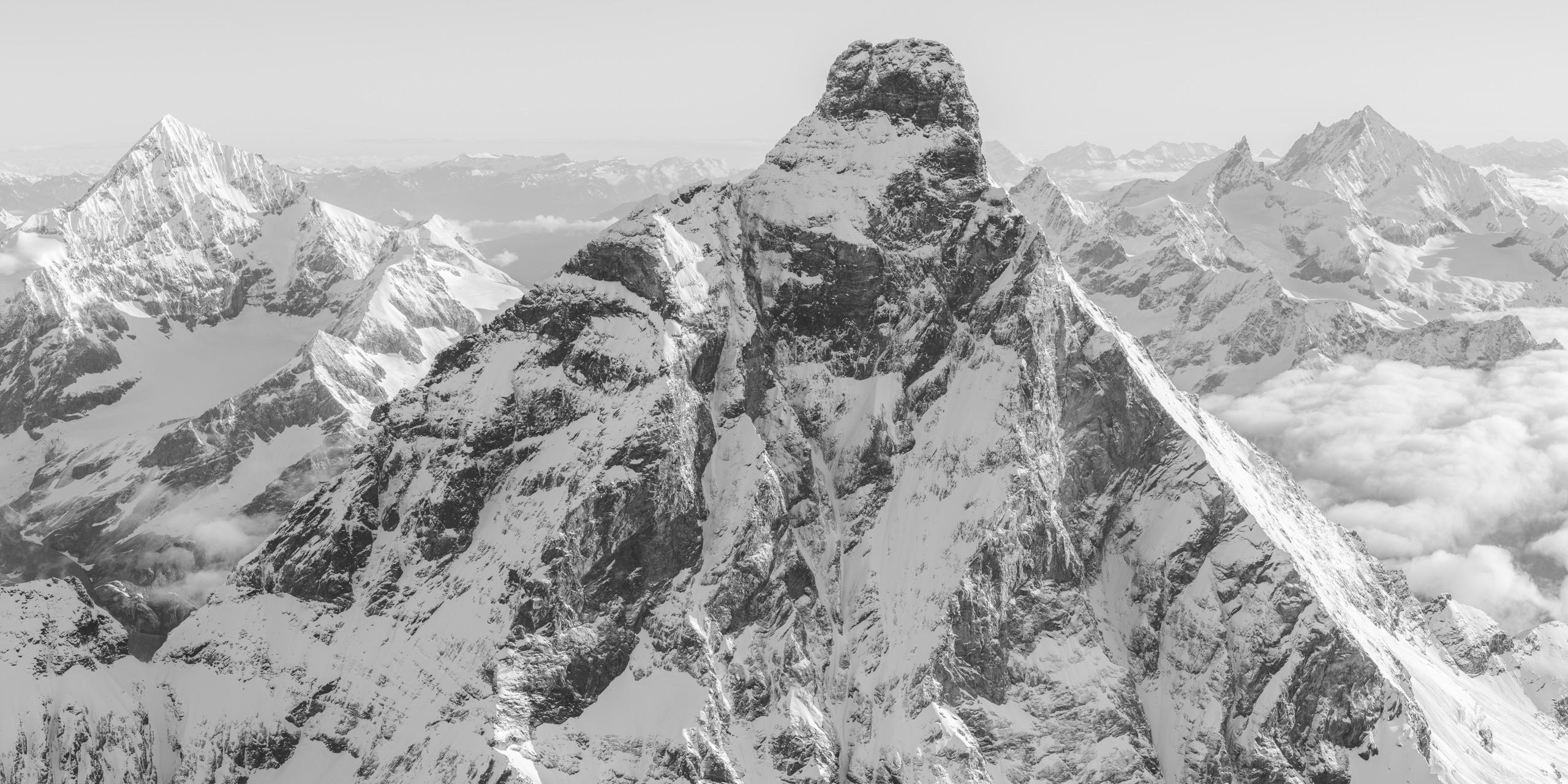 Mont Cervin Italie - Montagne panorama noir et blanc des sommets de la Dent Blanche, de l'Obergabelhorn, du Zinalrothorn et du Weisshorn
