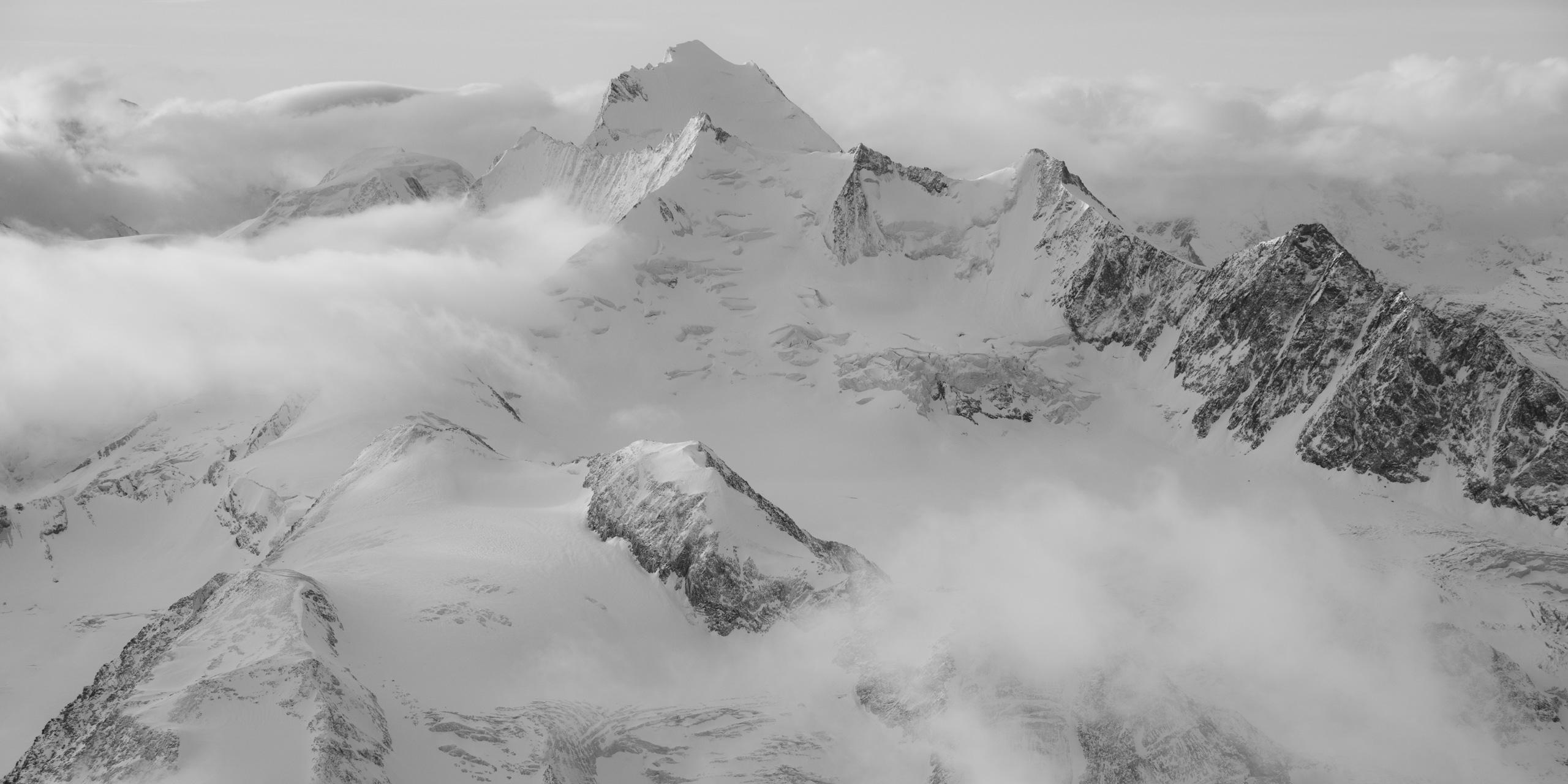 Dom des Mischabels en noir et blanc - Photo paysage des montagnes de Saas-Fee Crans Montana dans les Alpes Valaisanne en Suisse