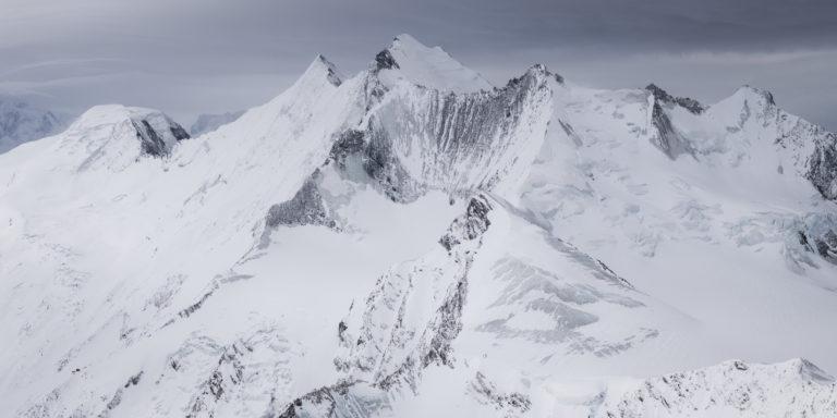 Poster panoramique Mischabels - panorama montagne noir et blanc