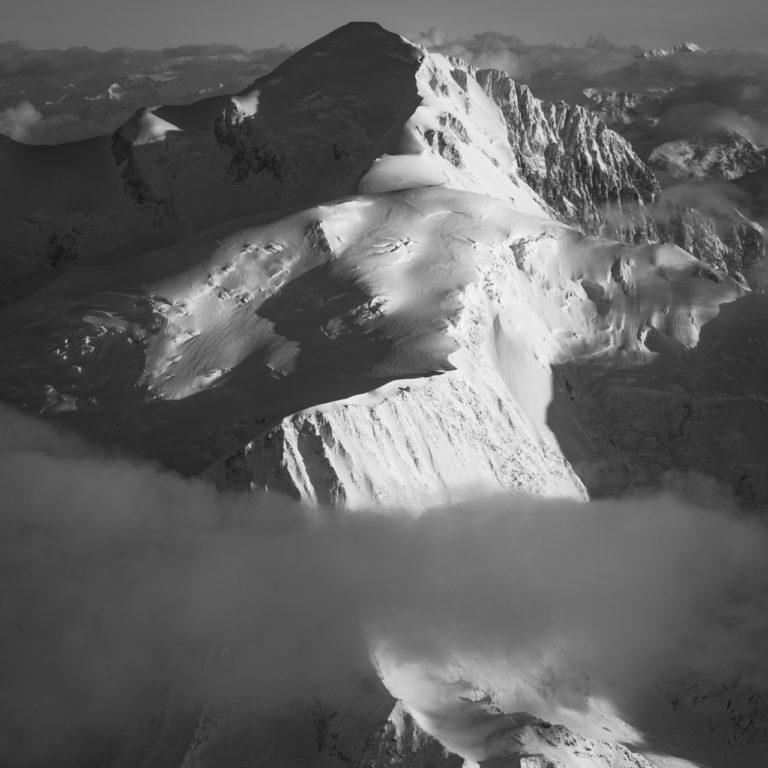 photo mont blanc noir et blanc