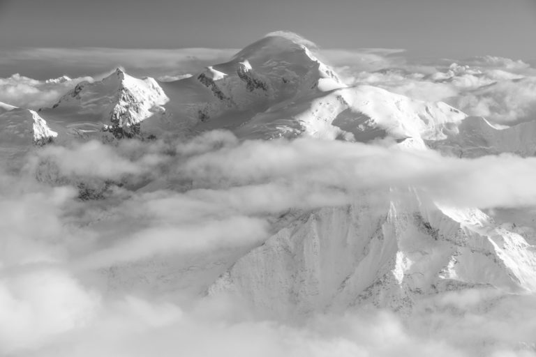 Image de Mont Blanc dans une mer de nuages - Massifs des Alpes - Holy dawn