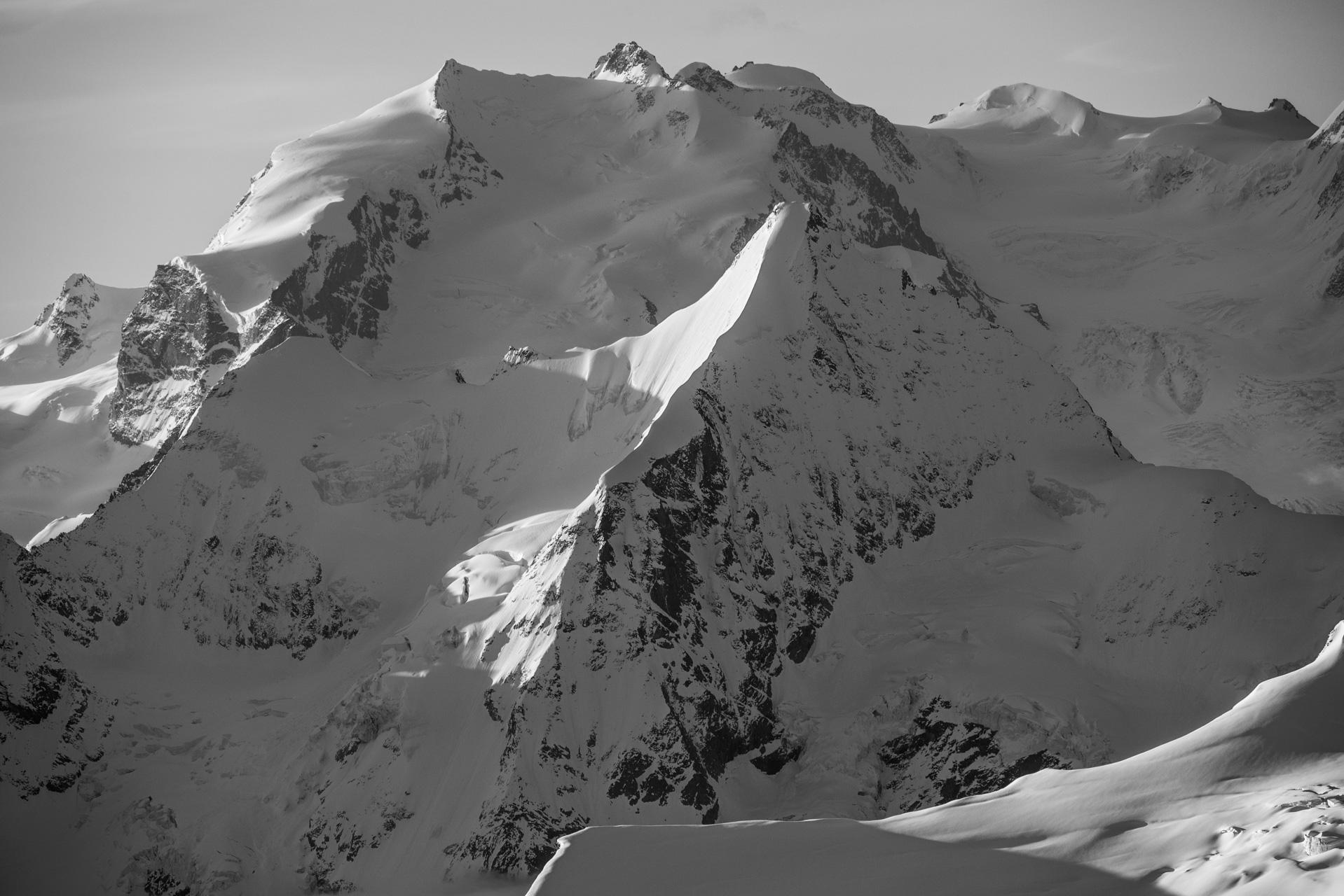 Mont Rose - Obergabelhorn - Photo noir et blanc d'un lever de soleil sur les hautes montagnes de Zermatt - Nordend et la Pointe Dufour
