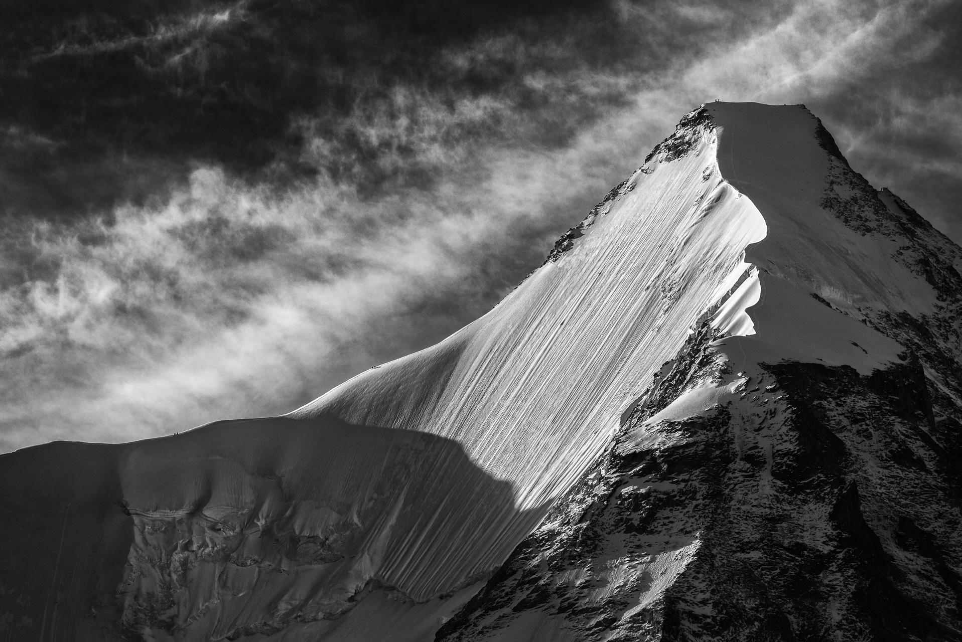 Val d'anniviers - photo de neige en montagne obergabelhorn - photo alpinistes sur arête - face nord des alpes