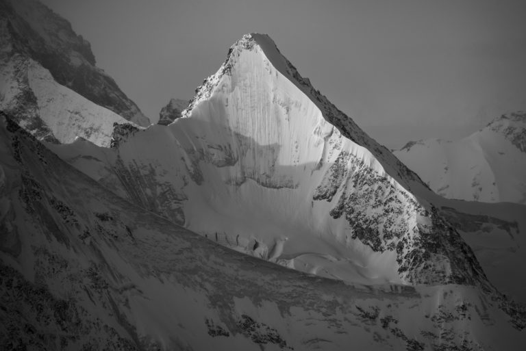 Face nord Obergabelhorn - image massif des alpes suisses - Crans-Montana