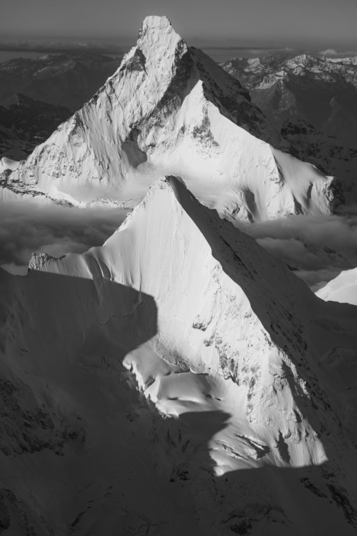 Obergabelhorn face nord - image noir et blanc de montagne du sommet de Matterhorn