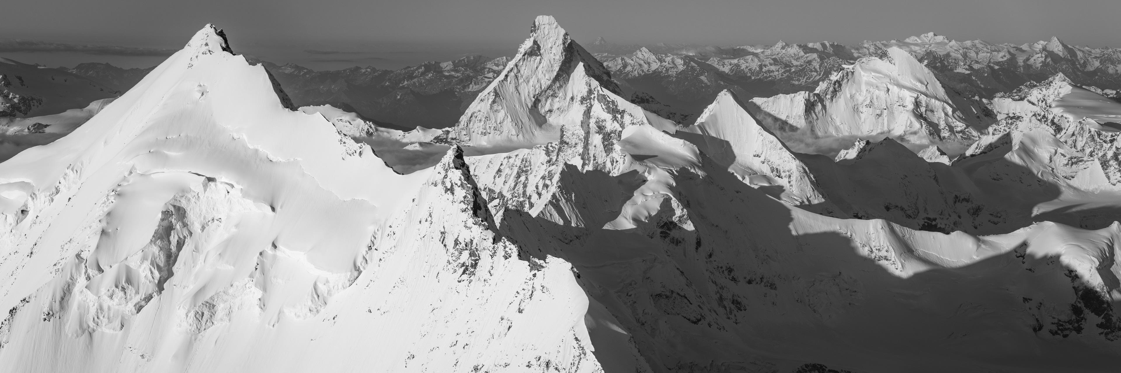 Photo montagnes de Zermatt noir et blanc - Arête nord du Weisshorn