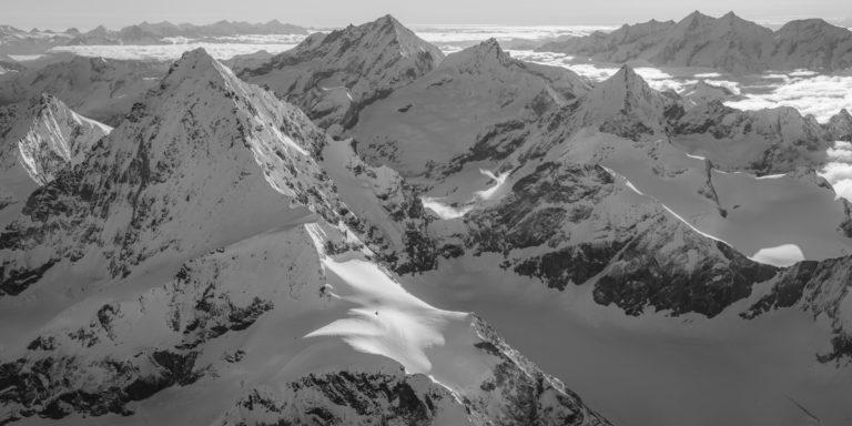 Poster panoramique noir et blanc des montagnes des Alpes du Valais - val d'Hérens, Val d'Anniviers, Zermatt et Saas-Fee