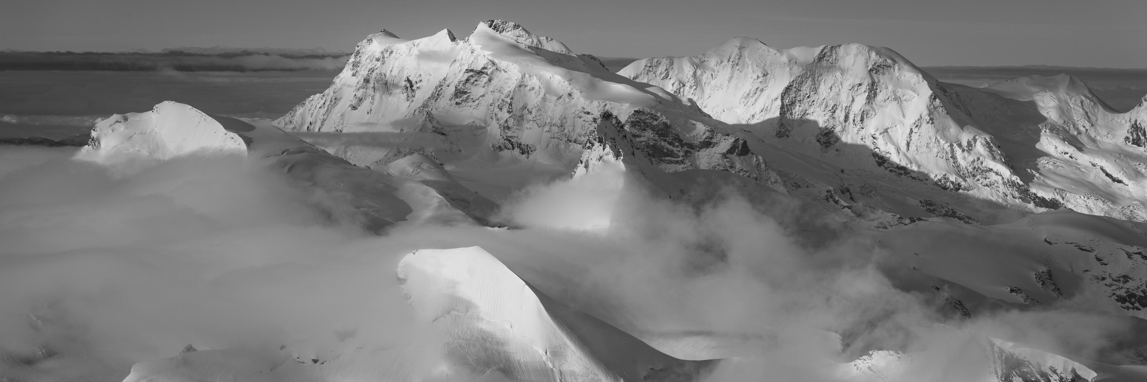 Montagne panorama - Massif montagneux Monte Rosa Lyskamm et Castor vu depuis Saas Fee - mer de nuage montagne