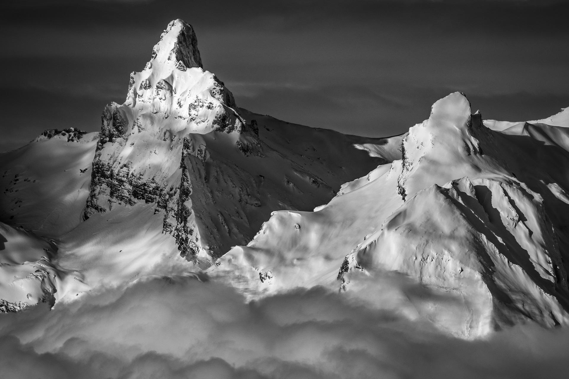 Image de montagne noir et blanc du Petit Muveran depuis Thyon - Alpes Vaudoises à Crans Montana