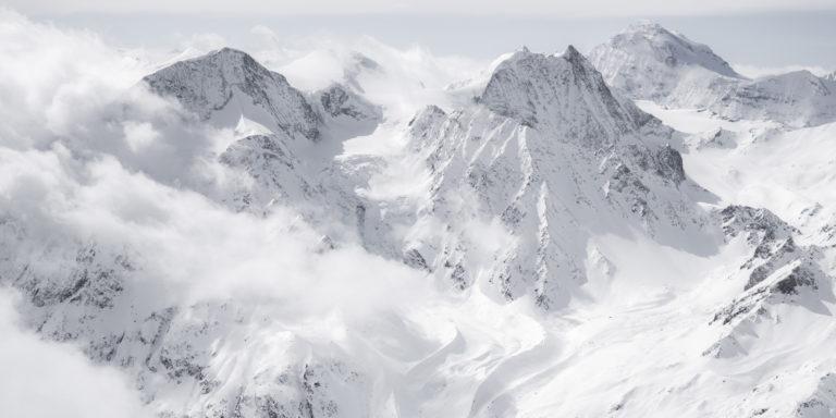 Vue panoramique de montagne sur les sommets des Alpes et du Val d'Hérens - Pigne D'arolla - Cheillon - Grand Combin