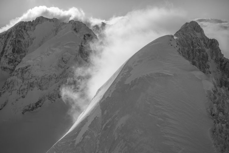 Photo noir et blanc Vallée de l'engadine - Piz Roseg et Piz Bernina vue aérienne hélicoptère