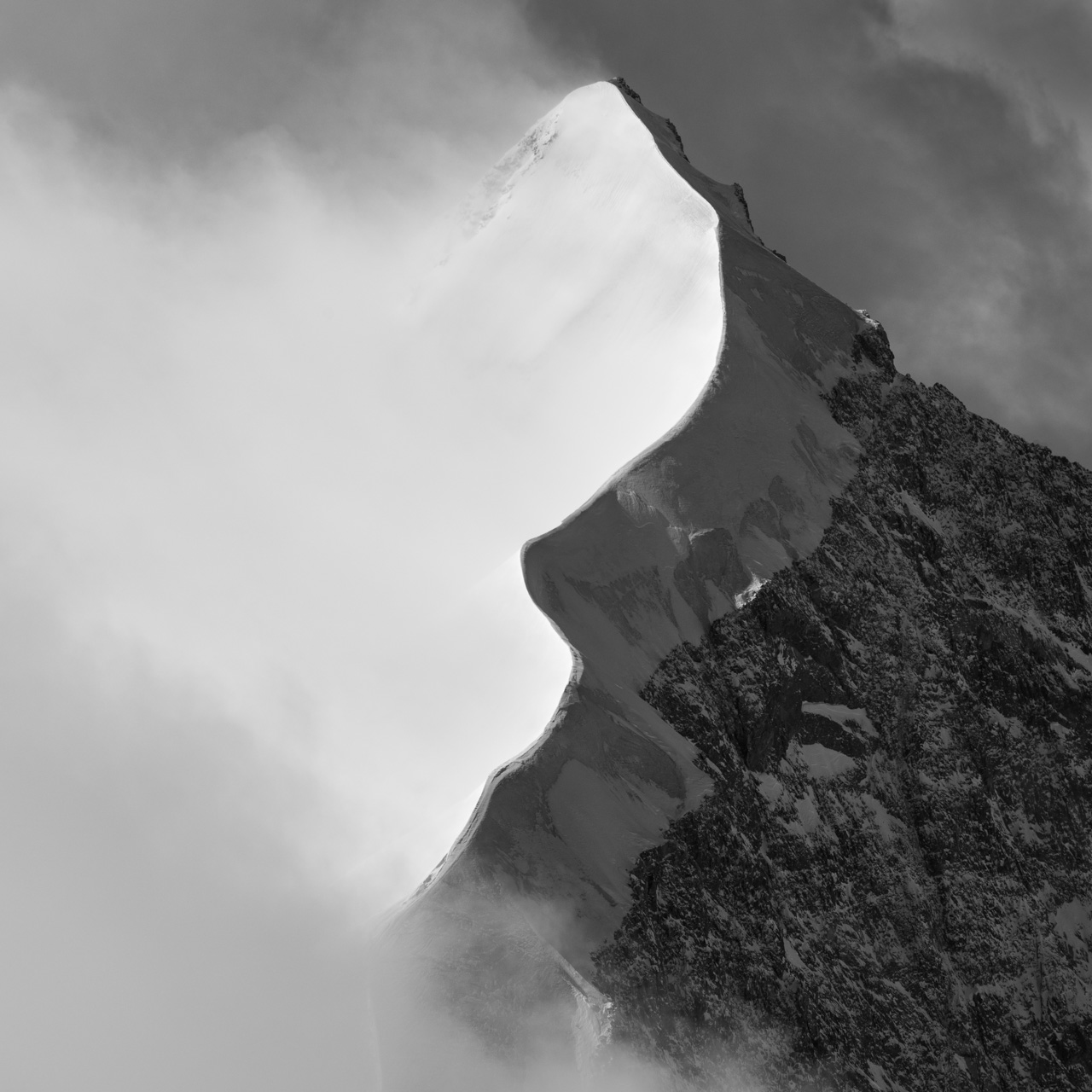 image montagne noir et blanc - photo paysage montagne - tableau montagne suisse - montagne enneigée - vallée de l'Engadine photo