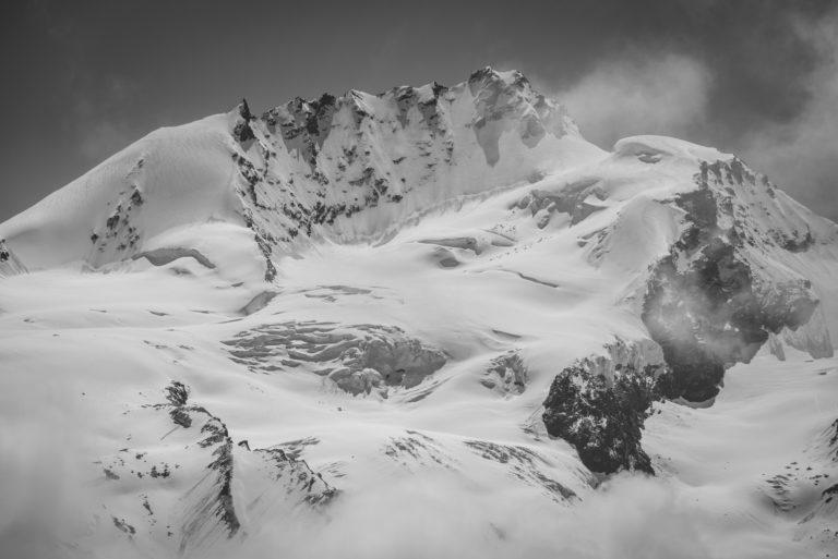 Zermatt Rimpfischhorn - photo noir et blanc des montagnes enneigées des alpes bernoises dans la Vallée de L'engadine
