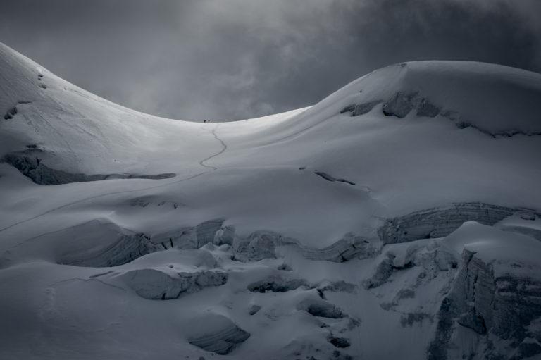 Rimpfishhorn - Image de la montagne en hiver - Alpinistes en montagne avant une tempête de neige