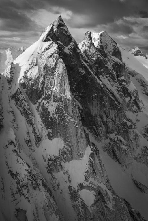 Vue aérienne Engadine Suisse - image montagne noir et blanc Davos