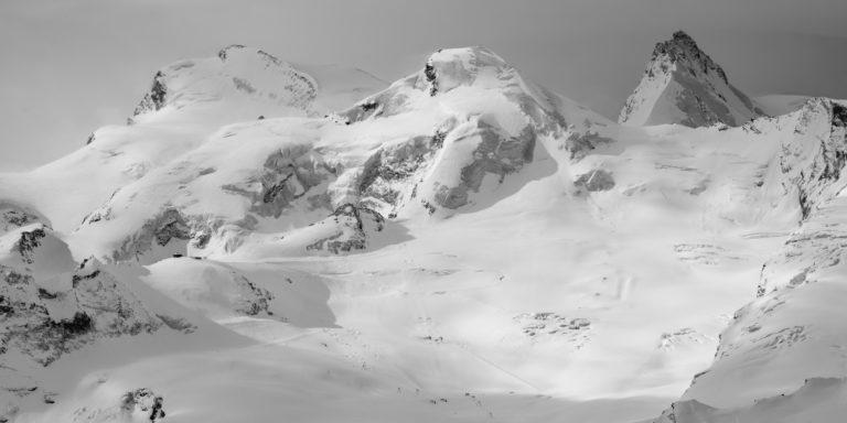 Strahlhorn - Rimpfischhorn - Allalinhorn - image paysage montagne en noir et blanc - encadrement photo caisse américaine