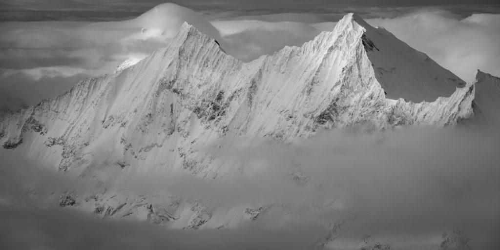 Taschhorn - Dom - Sommet des alpes - sommet des montagnes de Saas fee Mont Cervin