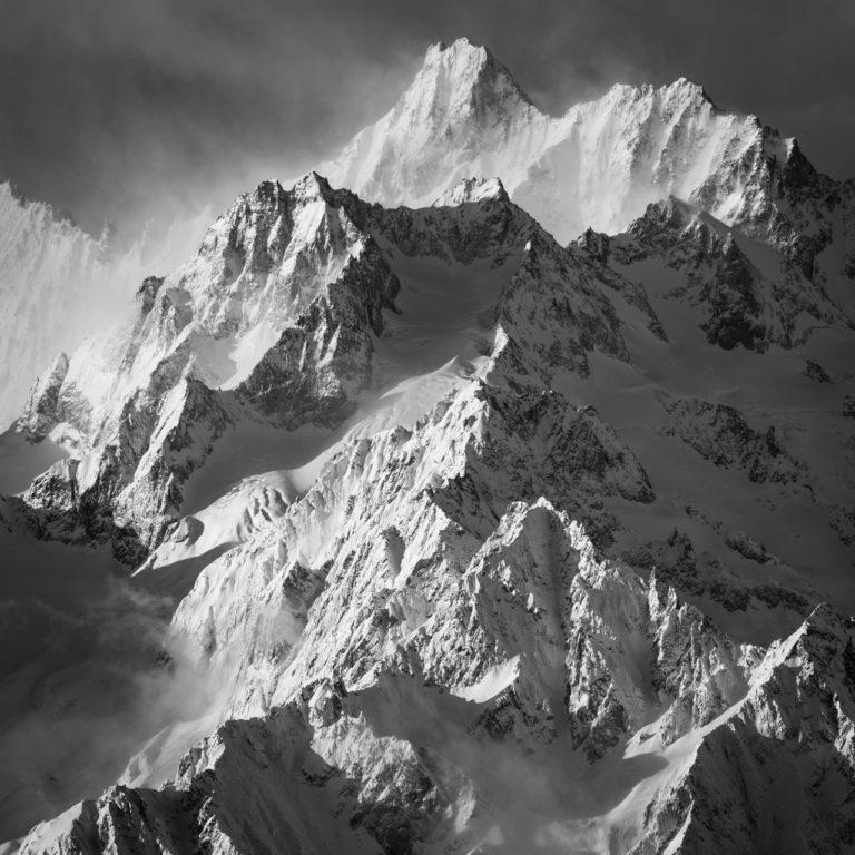 photo montagnes verbier en noir et blanc sous les rayons du soleil Tour Noir - Aiguille de l'A Neuve