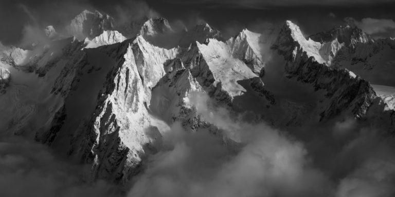 panorama montagne alpes noir et blanc