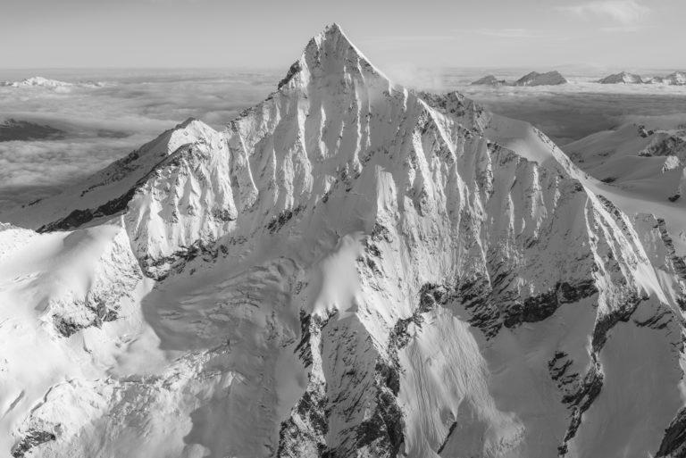 Alpes Bernoises panorama - tableau photo noir et blanc de montagne dans la brune