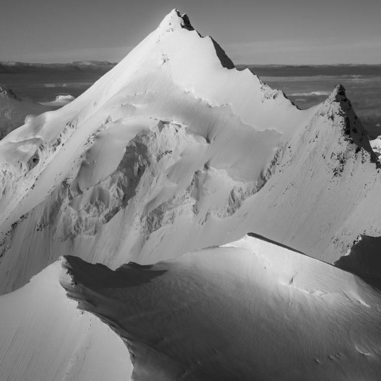 Weisshorn - Bishorn - Poster panoramique de sommets de montagne en noir et blanc dans les alpes valaisannes
