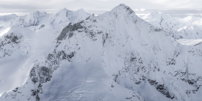 Images montagnes alpes - photo panoramique montagne en noir et blanc du Dom des Mischabels, Weisshorn (Val d'Anniviers)