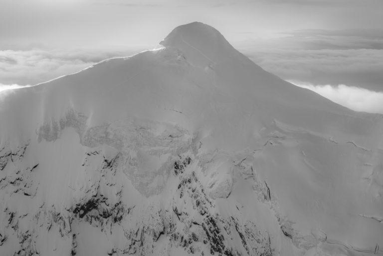 Montagne image - Crans Montana Suisse en noir et blanc