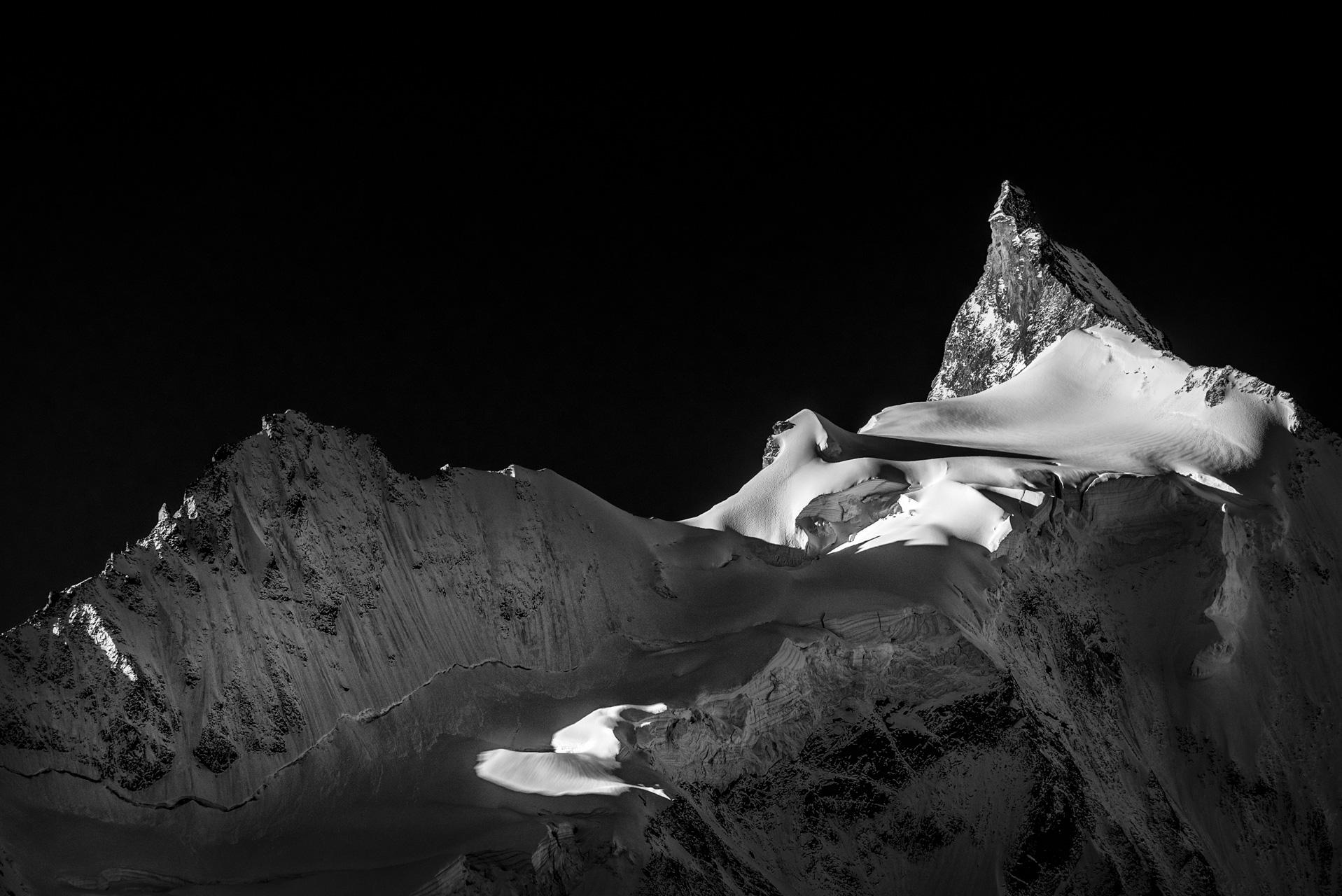 Lever de soleil en Montagne sur le Zinalrothorn - Plus belle montagnes des 4000 dans les Alpes Valaisannes - Crans Montana - Val d'Anniviers