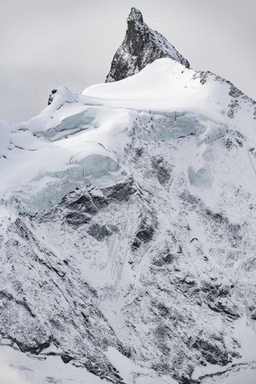 Zinalrothorn - photo montagne sous la neige et d'un glacier de montagne à Crans Montana dans le Val d'Anniviers