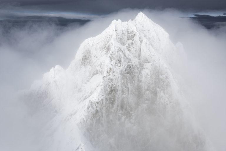 photo montagne suisse hiver - mer de nuages dans un voile de brume