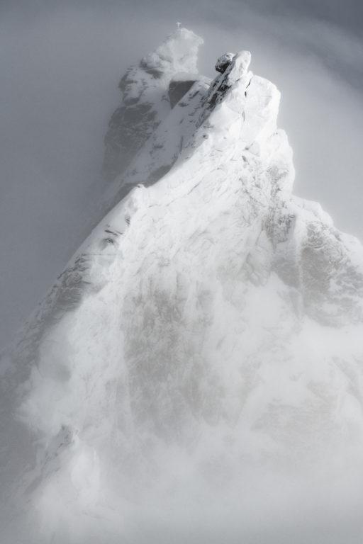 Zinalrothorn - Sommet des Alpes engadine dans la Vallée de Zermatt en noir et blanc