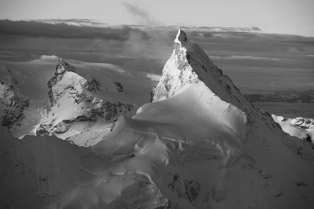 Zinalrothorn - Vue du Val d'Anniviers en noir et blanc - Vallée de Zermatt Valais - Alpes suisses sommets - Matterhorn