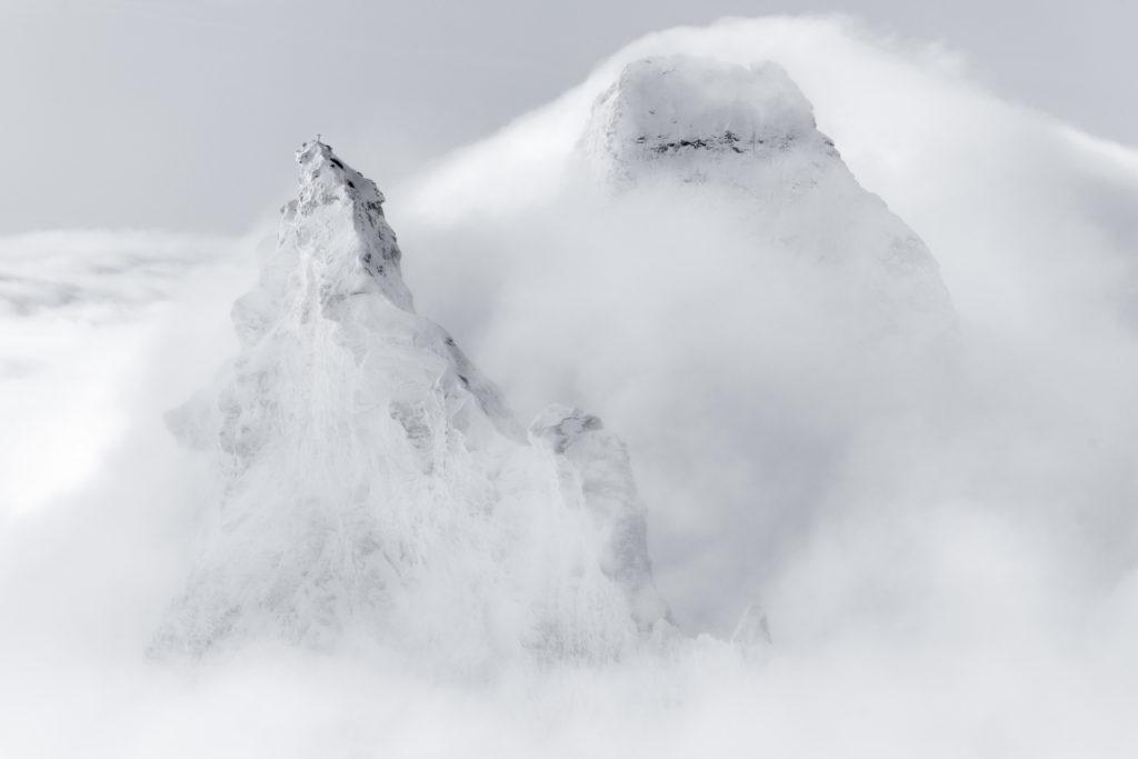 photo Matterhorn Zermatt - cadre photo montagne noir et blanc - Sommets des montagnes Alpes dans la brume