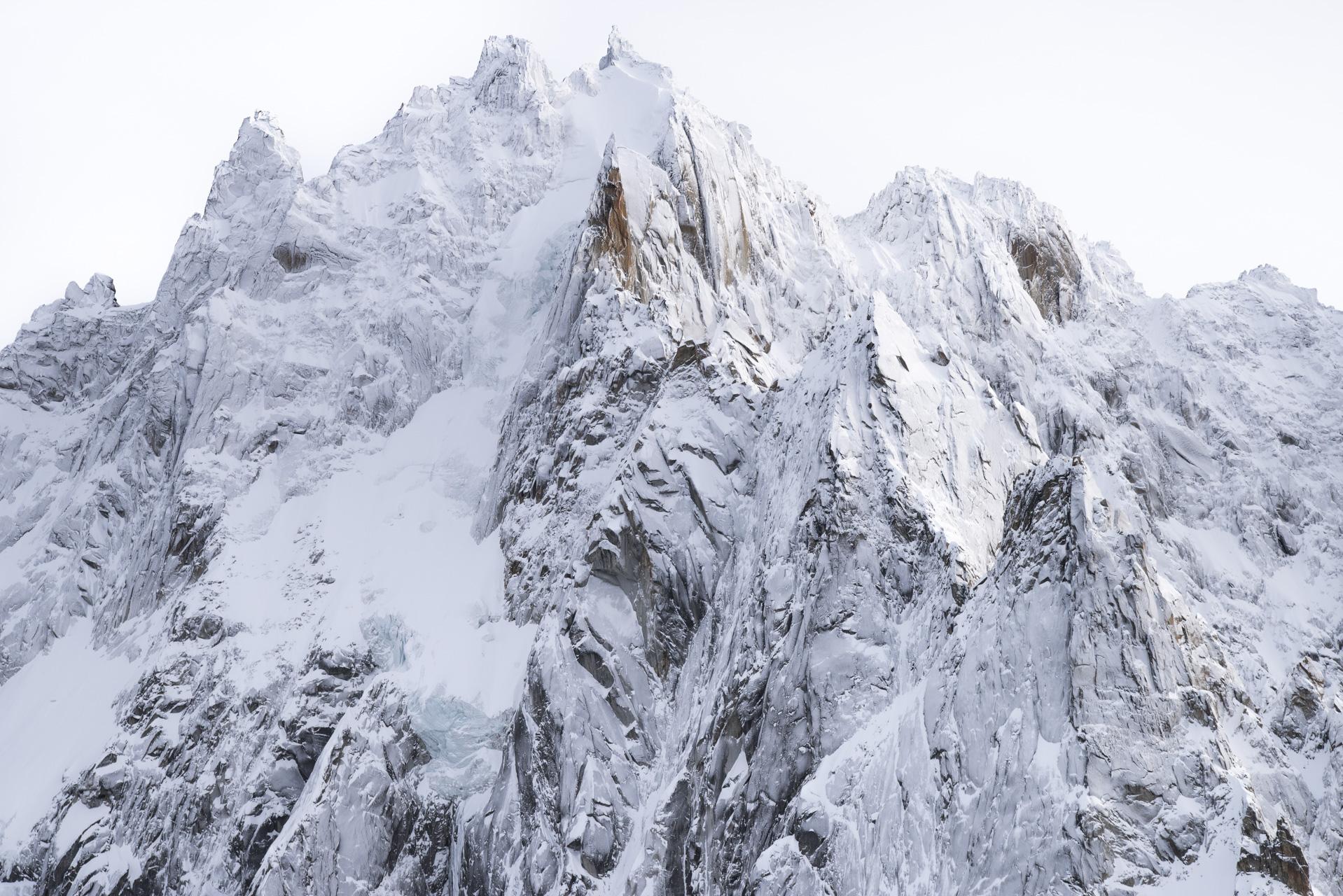 Photographie des Aiguilles de Chamonix après une tempète de neige