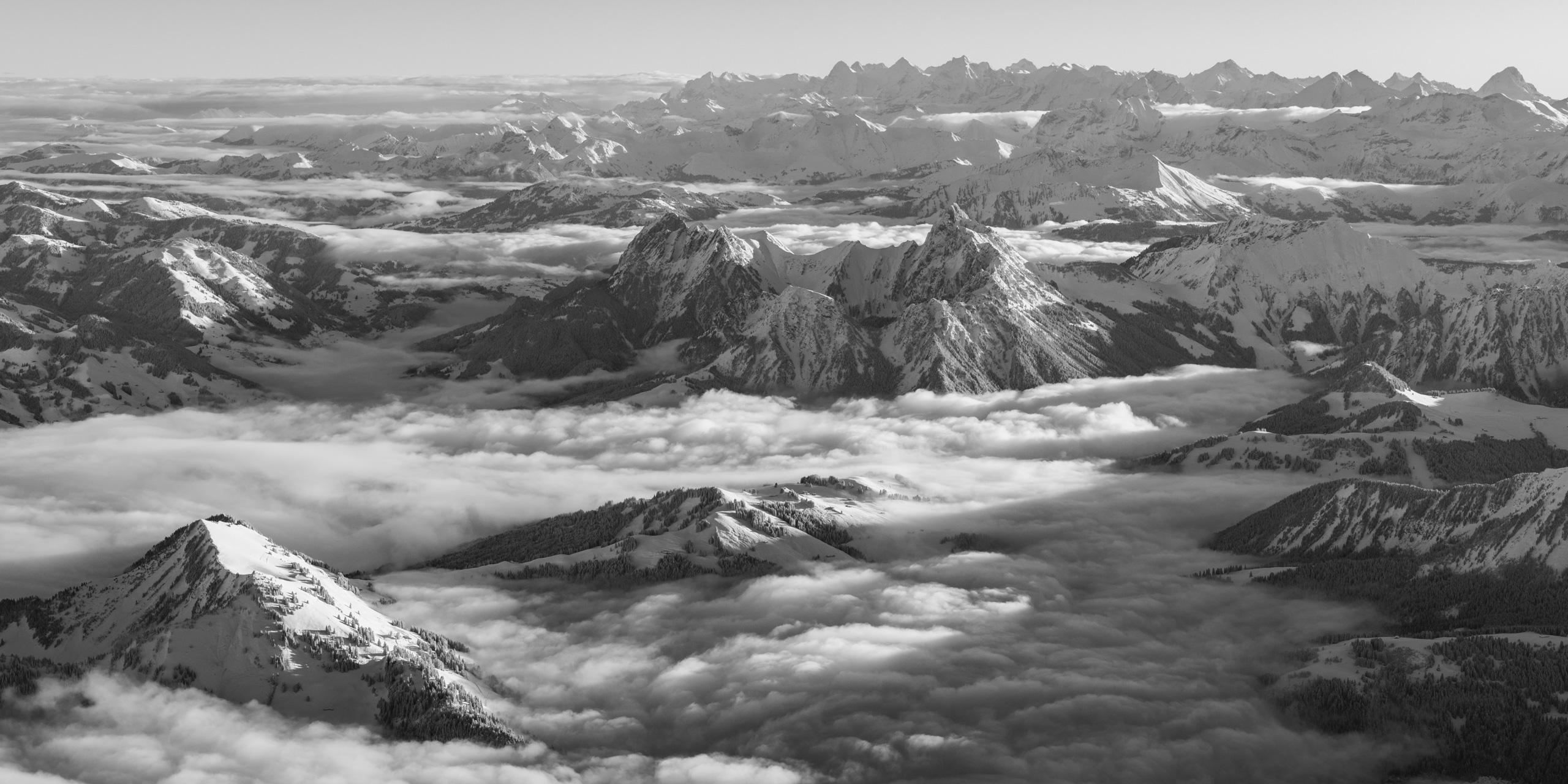 Photographie panoramique des Alpes et Préalpes - Photo de montagne de la région de Gstaad