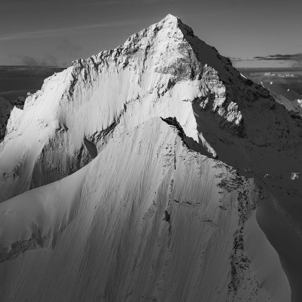 Photographie noir et blanc de la Dent Blanche et du Grand Cornier - Empilement Dent Blanche et Grand Cornier