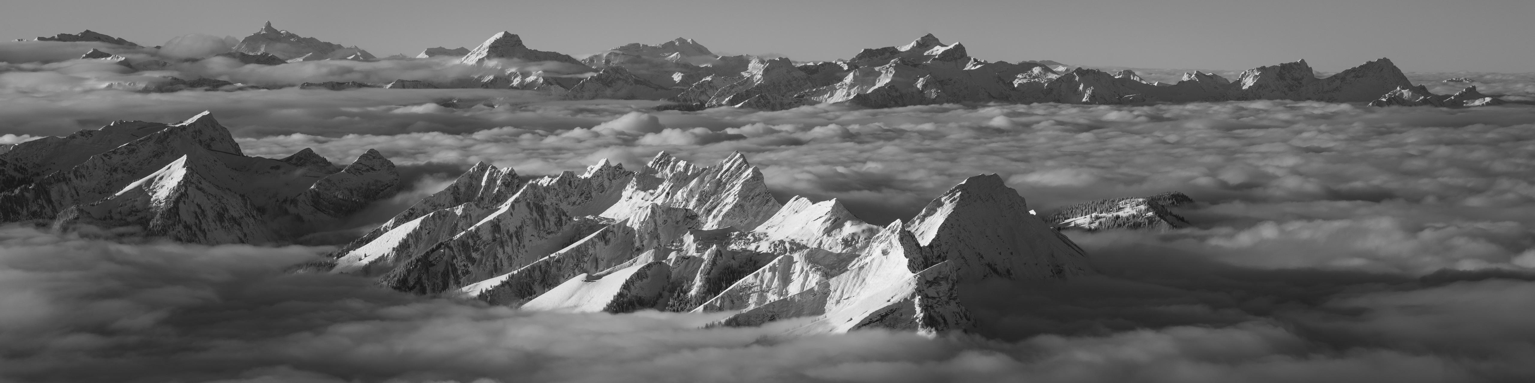 Panorama noir et blanc préalpes fribourgeoises Chablais- Photo Dent de Lys