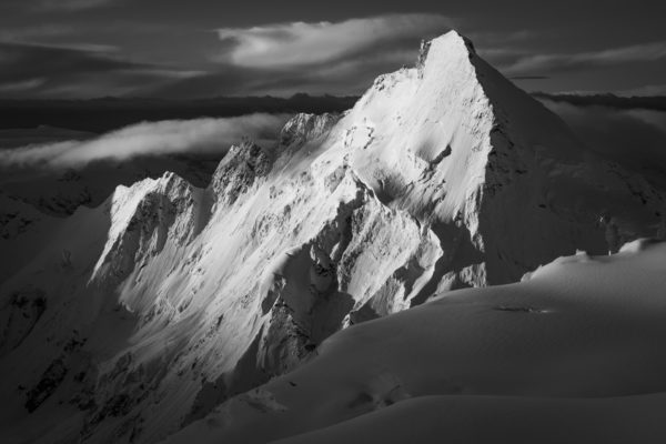 Photo montagne noir et blanc de la Dent d'Hérens - Lever de soleil sur la Dent d'Hérens - Belle photo de montagne - paysage de montagne - galerie d'art montagne