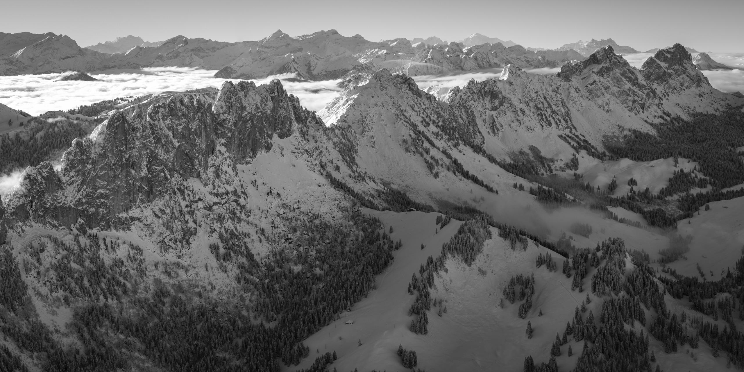 Photo panoramique des Gastlosen - Vue sur les sommets des Gastlosen