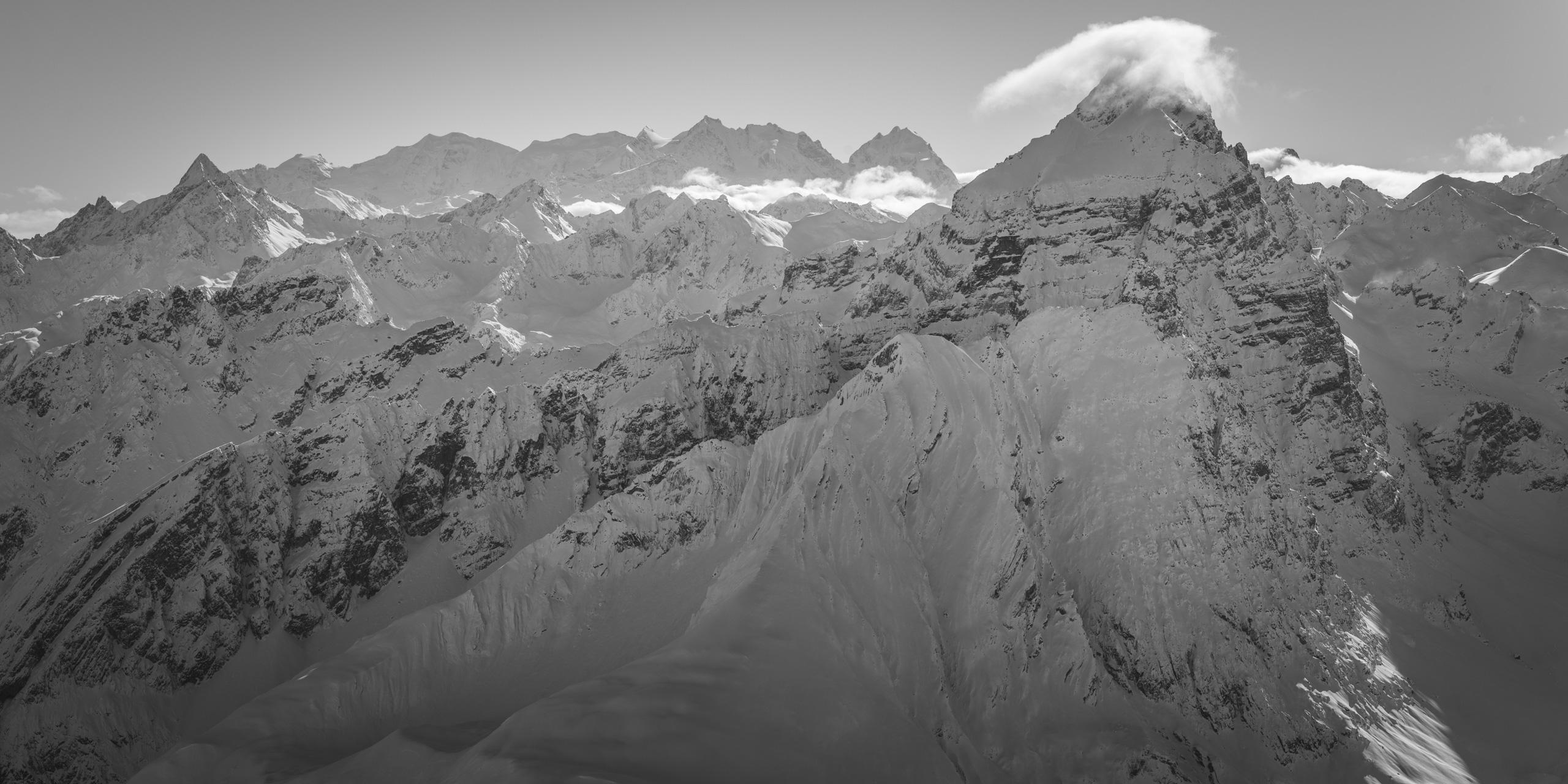 Photo panorama du Piz Ela - Massif de la Bernina noir et blanc