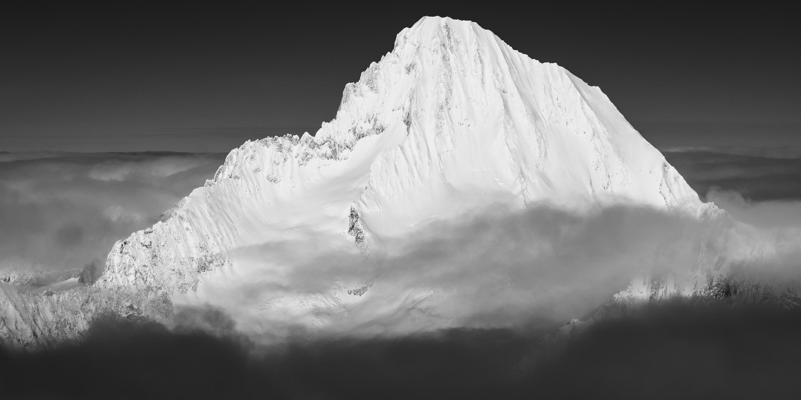 Photo de montagne noir et blanc - Bietschhorn sommet du valais avec neige