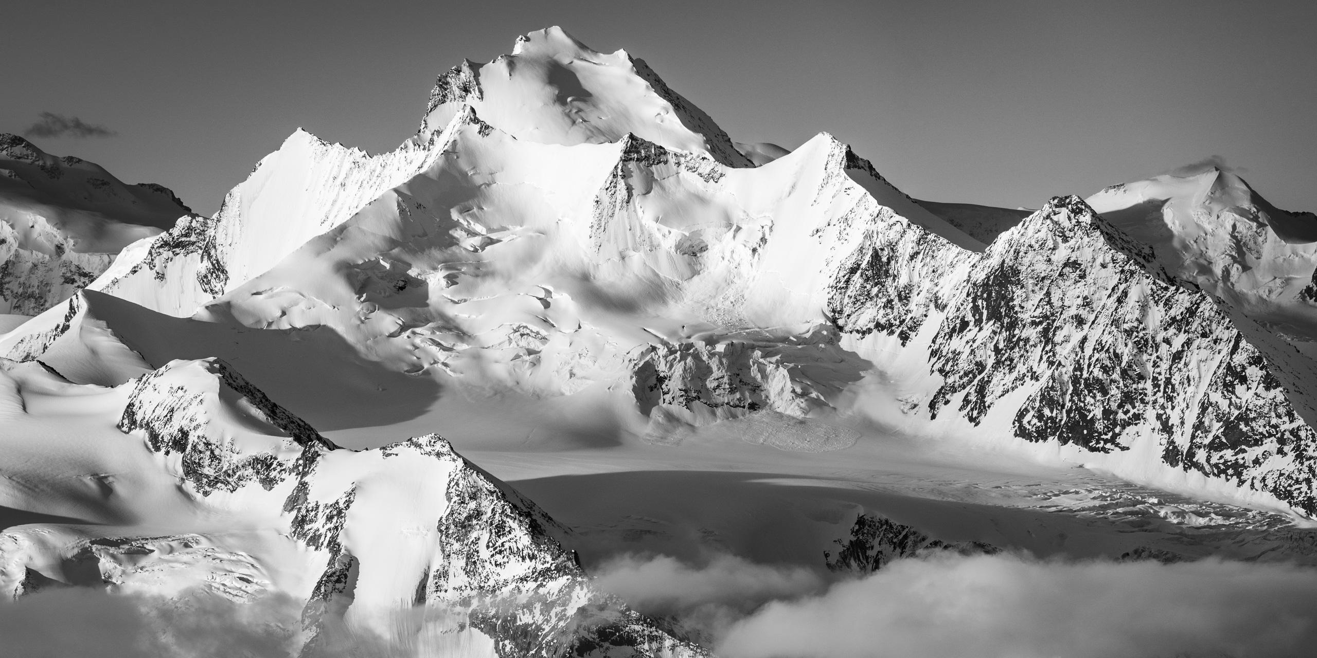 traversée nadelgrat - montagnes au dessus de grächen - lever de soleil sur les alpes - montagne avec neige - les plus beaux 4000 des alpes