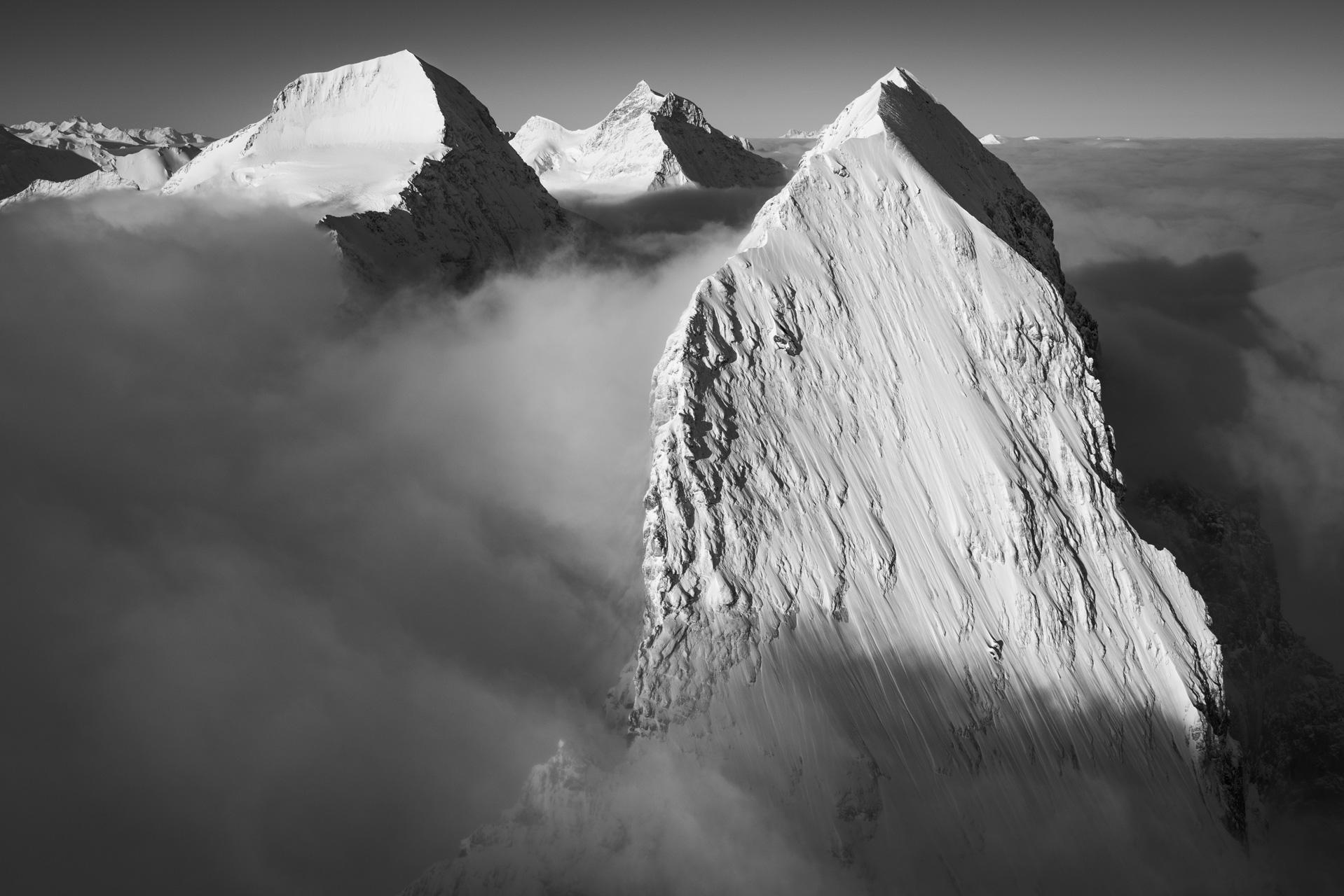 les plus beaux sommets des alpes - eiger monch jungfrau - montagnes mythiques grindelwald - lever de soleil sur les montagnes enneigées